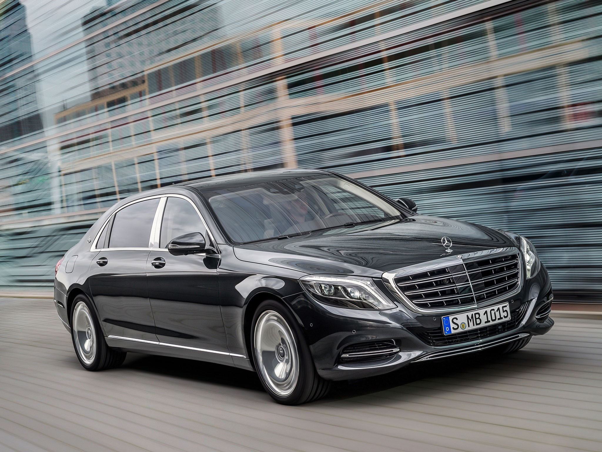 background - Maybach aneb superluxusná trieda Mercedesu S
