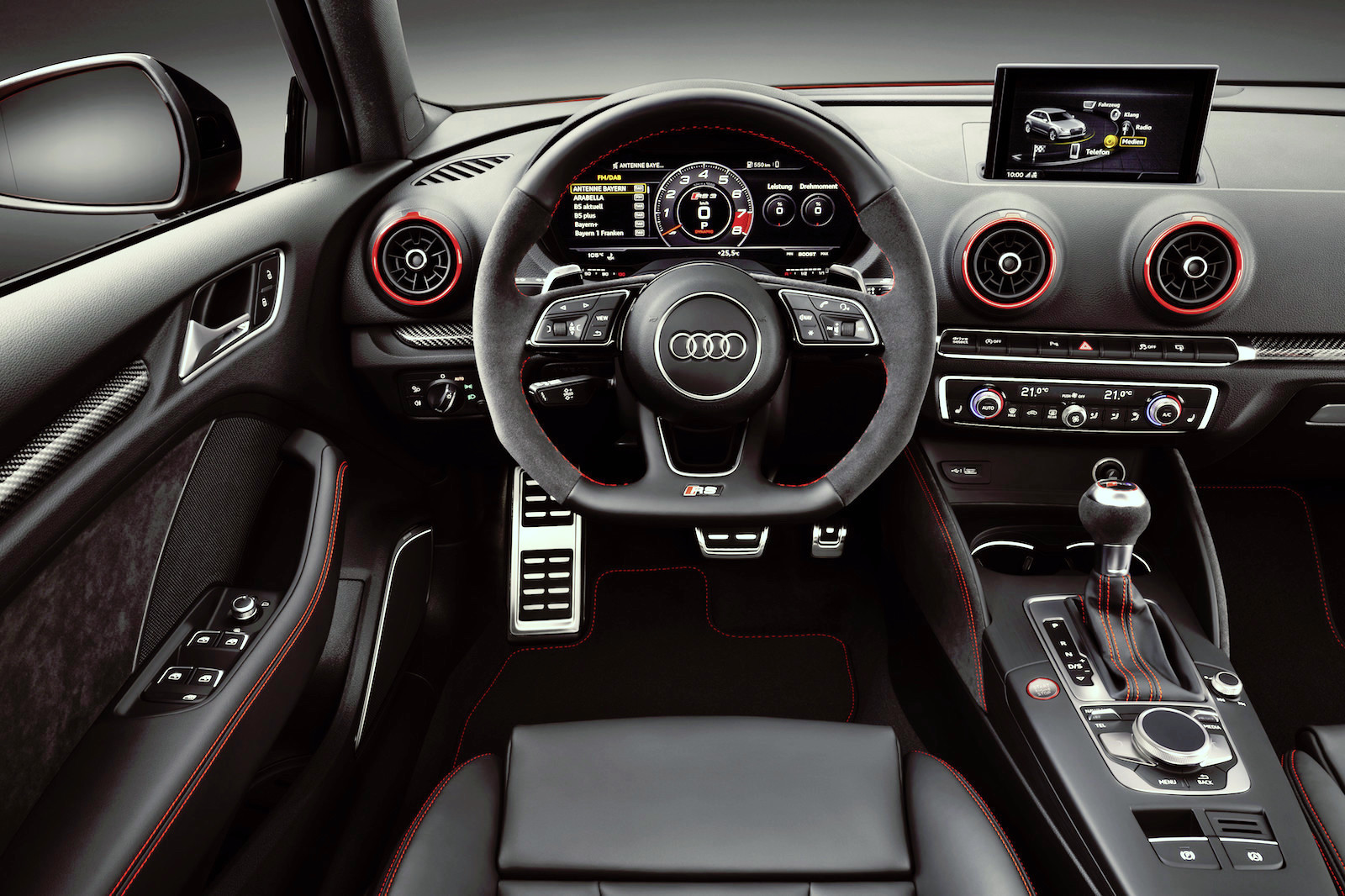 background - ABT Audi RS3 se 460 koňmi!