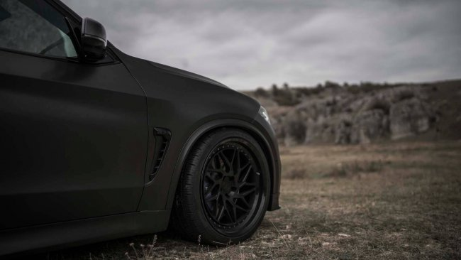 All-Black BMW X5 od Z-Performance
